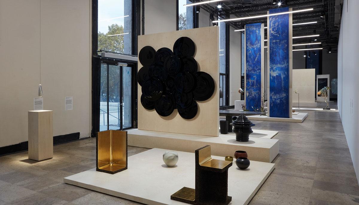 Réalisation d'une oeuvre monumentale de 6 mètres de haut en washi avec de l'huile de lin. Palais de Tokyo.