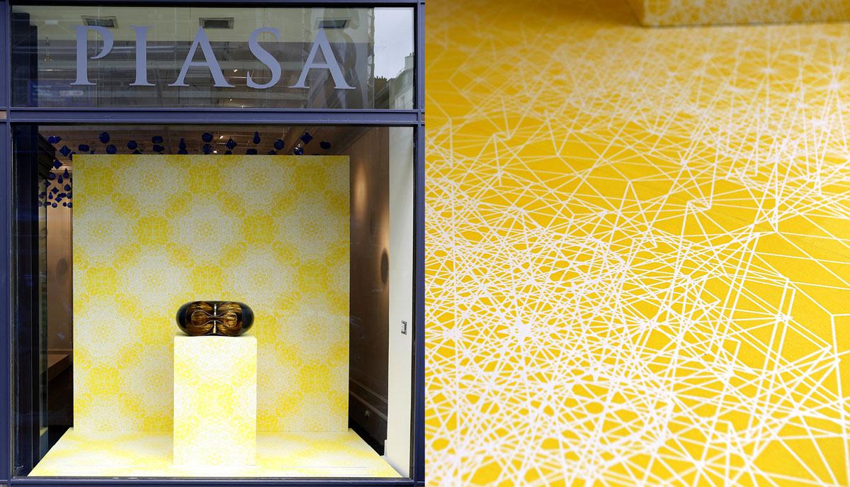 Collaboration avec India Mahdavi. Création et réalisation d'un papier dominoté pour l'exposition L'intelligence de la main, Fondation Piasa.