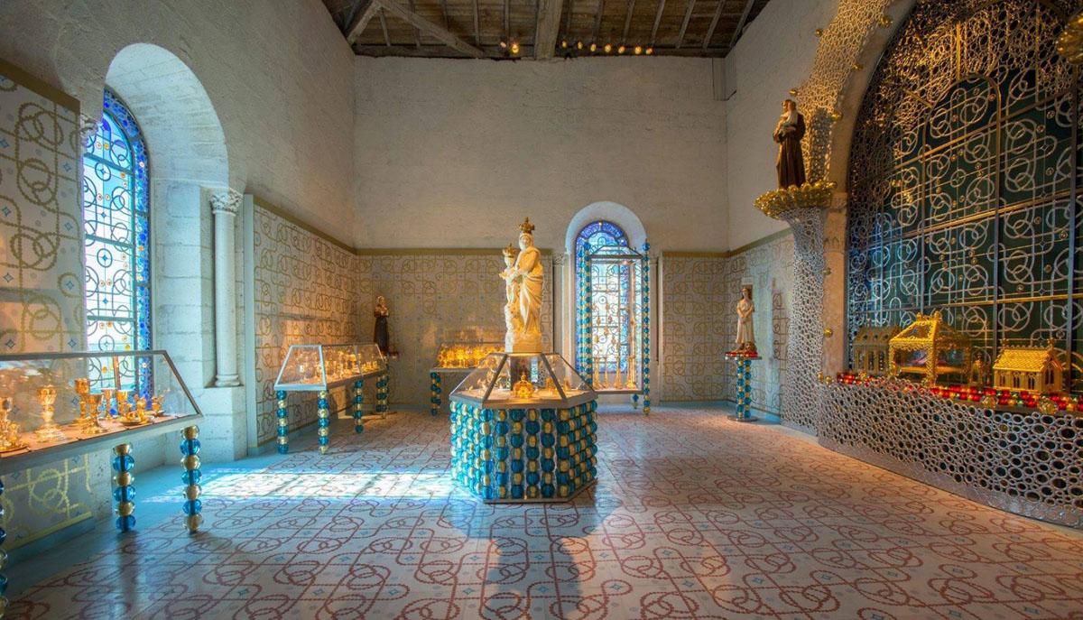 Collaboration avec Jean-Michel Othoniel. Réalisation d'un gaufrage pour la rénovation de la salle du trésor de la cathédrale d'Angoulême