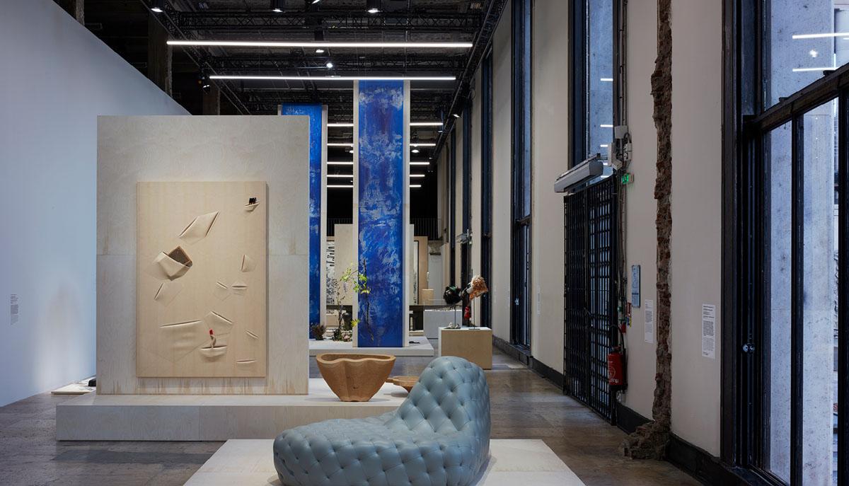 EXPOSITION AU PALAIS DE TOKYO - Réalisation d'une oeuvre monumentale de 6 mètres de haut en washi avec de l'huile de lin. «Baïnes» est une métaphore de l'océan et de ses troubles.