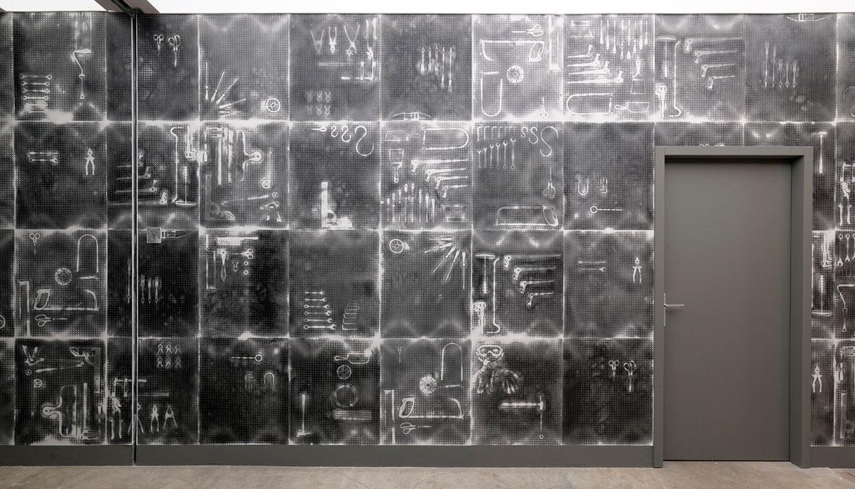 Collaboration entre le designer Robert Stadler et l'Atelier d'Offard. Impression au carton pierre sur papier thermique.